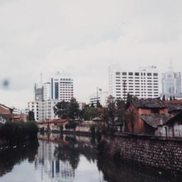 Kunming 1996 River, Head-on