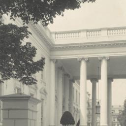 [White House, entrance port...